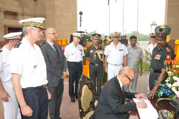 French Minister of Defence, Mr Jean-Yves Le Drian, at Amar Jawan Jyoti
