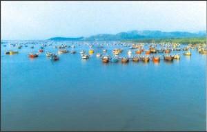 Boats-off-Mumbai