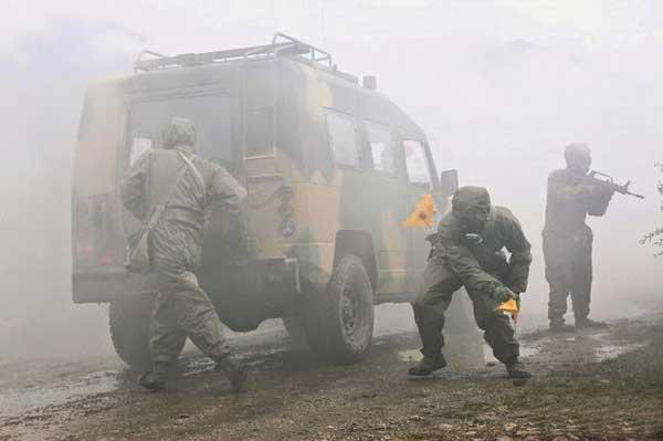 Frecuentes ejercicios militares  con fuego real en el Tíbet alarman a la India  PLA-firing-3