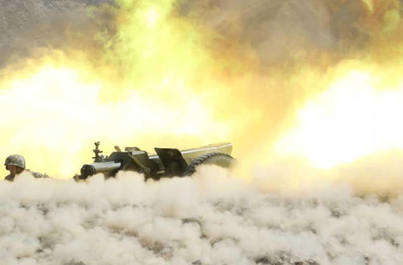 Frecuentes ejercicios militares  con fuego real en el Tíbet alarman a la India  PLA-firing