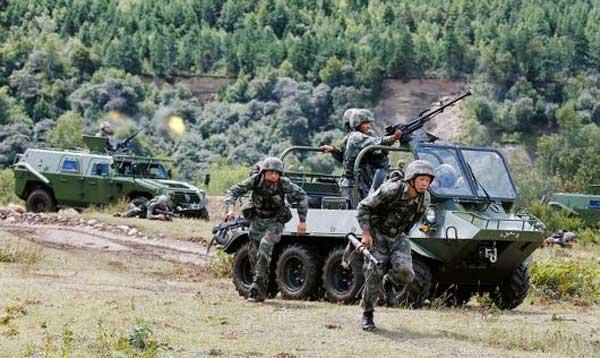 Frecuentes ejercicios militares  con fuego real en el Tíbet alarman a la India  PLA-training-2