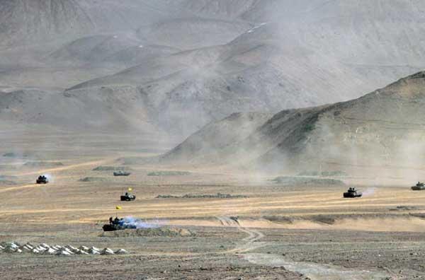 Frecuentes ejercicios militares  con fuego real en el Tíbet alarman a la India  PLA-training-7