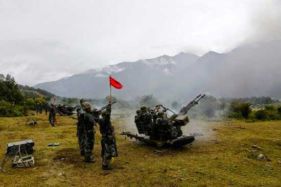 Frecuentes ejercicios militares  con fuego real en el Tíbet alarman a la India  PLA-training-8