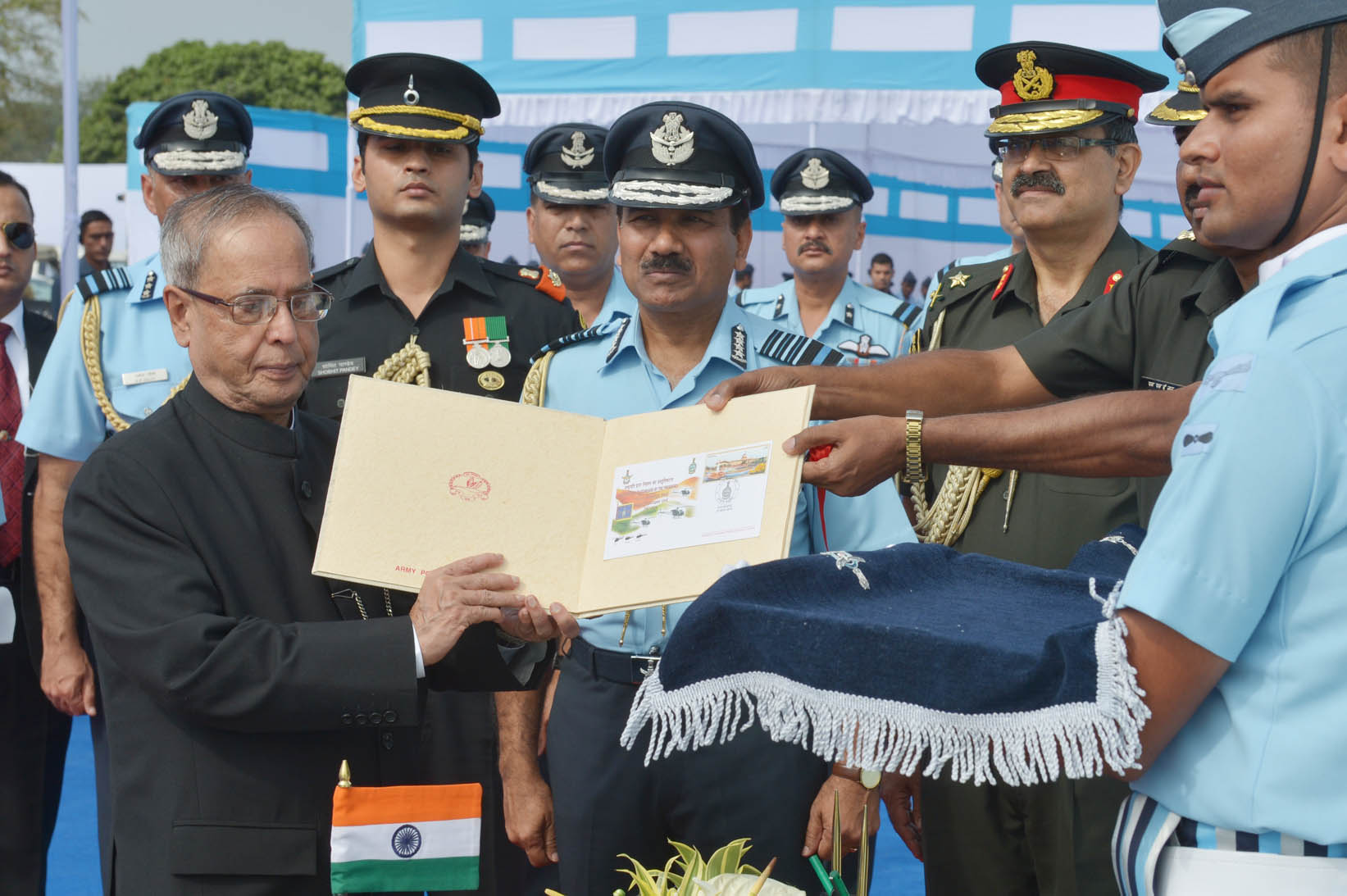 President Awards Standards to 115 Helicopter Unit and 26 ...