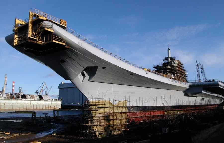 INS Vikramaditya: putting the 900 tonne ski jump in place