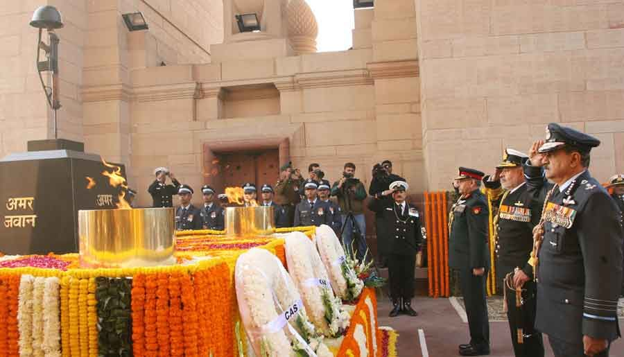 Paying homage at Amar Jawan Jyoti on occasion of Navy Day