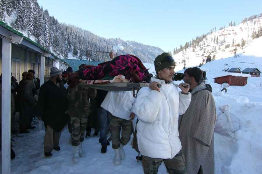 Indian Army saves life of a pregnant woman in J&K...