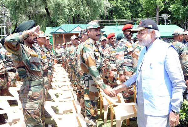 Prime Minister Narendra Modi meeting the soldiers and officers at Badami Bagh Cantt