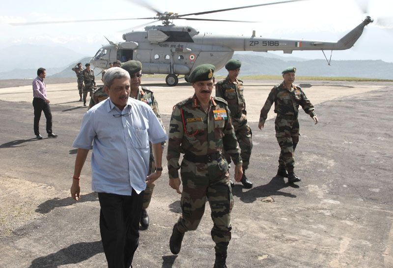 Raksha Mantri Visits Army Posts in Rajouri Area