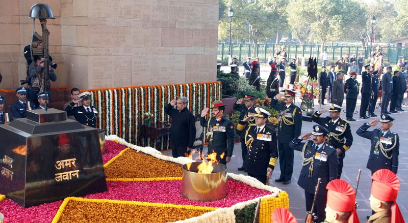 Paying Homage to the Martyrs of 1971 War, at Amar Jawan Jyoti