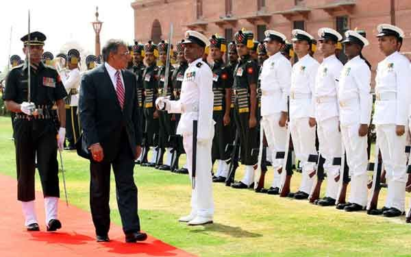 The US Secretary of Defence, Mr. Leon E. Panetta inspecting the Guard of Honour, in New Delhi