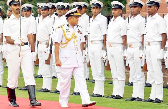 Vice Admiral Zahir Uddin Ahmed inspecting Guard of Honour